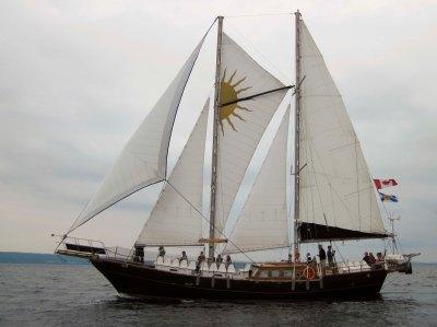 Staysail schooner charter boat Ameoba.