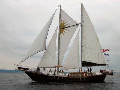 Staysail schooner charter boat Ameoba.